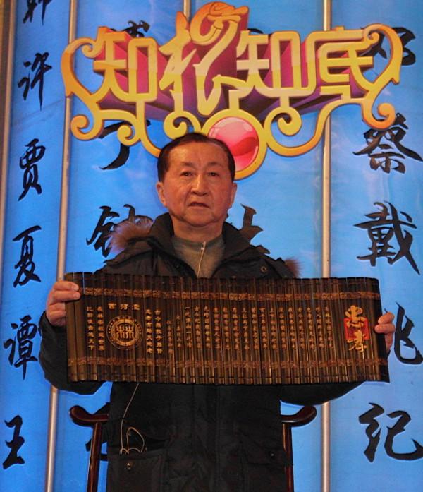林清标与林则徐第六代孙林鸿汉宗长合影留念互赠礼品