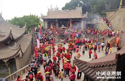 纪念妈祖诞辰1054周年 湄洲妈祖祖庙进香人潮剧增